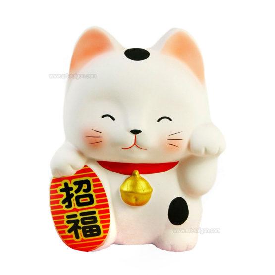 Maneki neko est un chat japonais porte bonheur, chance et fortune. Cette tirelire en argile blanc fabriqué au Japon. Article vendu par Art-saigon.com